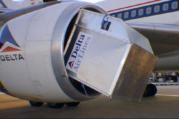 delta_airlines_sucks_container_disaster_15034341635212