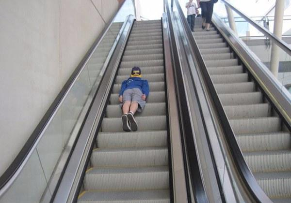 Planking-on-a-escalator-i-004_15034317918511