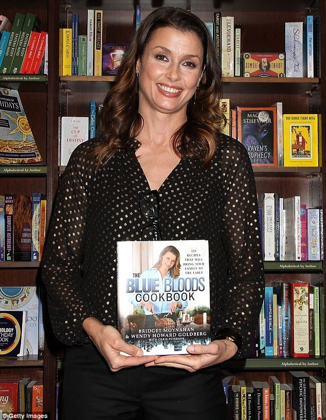 300DBC3C00000578-3394339-Homestyle_Bridget_Moynahan_s_The_Blue_Bloods_Cookbook_features_1-m-3_1452549806120