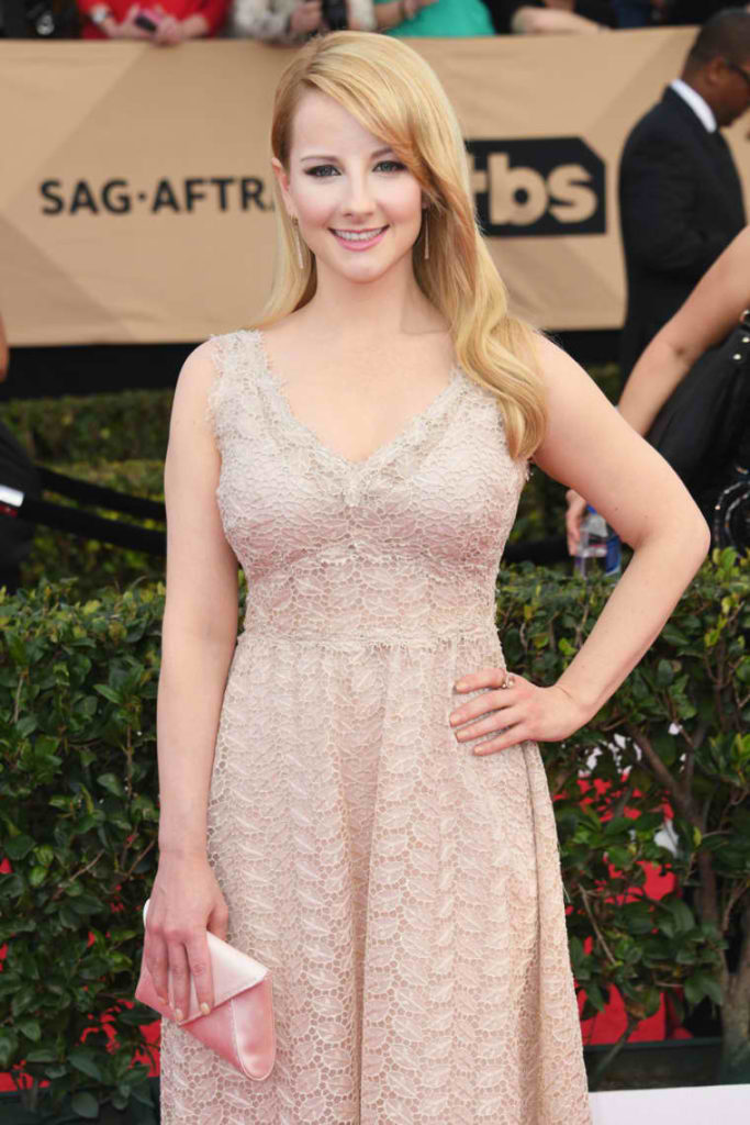 Melissa-Rauch-2017-Screen-Actors-Guild-Awards-02-683x1024