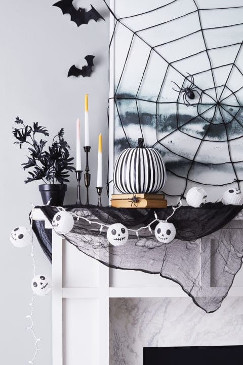 haunted-halloween-mantel
